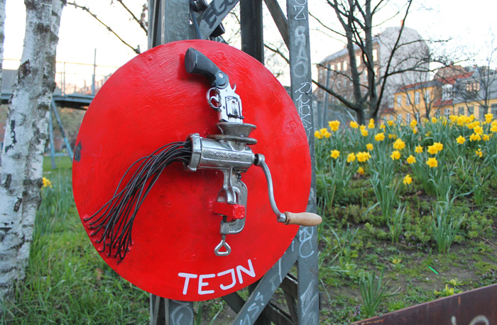 TEJN: Lock On Street art